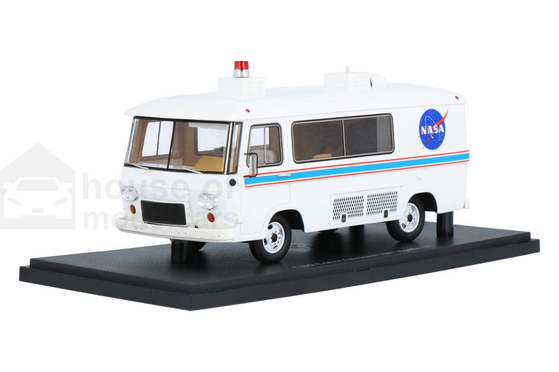 Clark Cortez Astronaut Bus Apollo 11 - Modelauto schaal 1:43