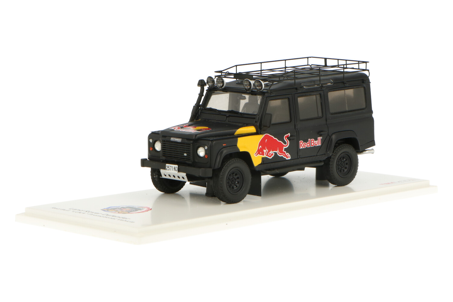 Land Rover Defender Red Bull LUKA Promotional Vehicle - Modelauto schaal 1:43