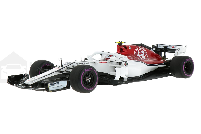 Sauber C37-Ferrari - Modelauto schaal 1:18