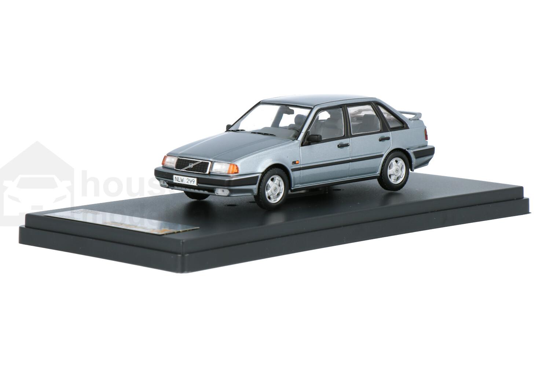 Volvo 440 - Modelauto schaal 1:43